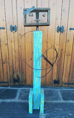 Tamizador antiguo, fleje de hierro oxidado, diferentes piezas de hierro y madera pintada al óleoQ