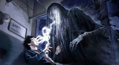 Fanart retratando Harry sendo atacado por um dementador em Harry Potter e o Prisioneiro de Azkaban.