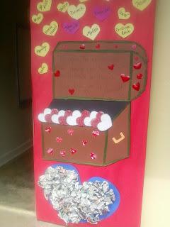 Biblioteca escolar benito ju rez certamen de adorno de for Puertas decoradas para 14 de febrero