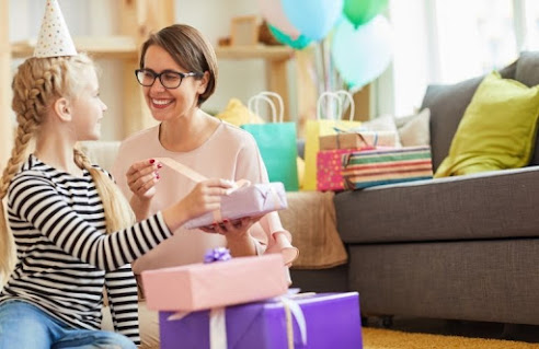 Best 50th Birthday Gifts for Mom