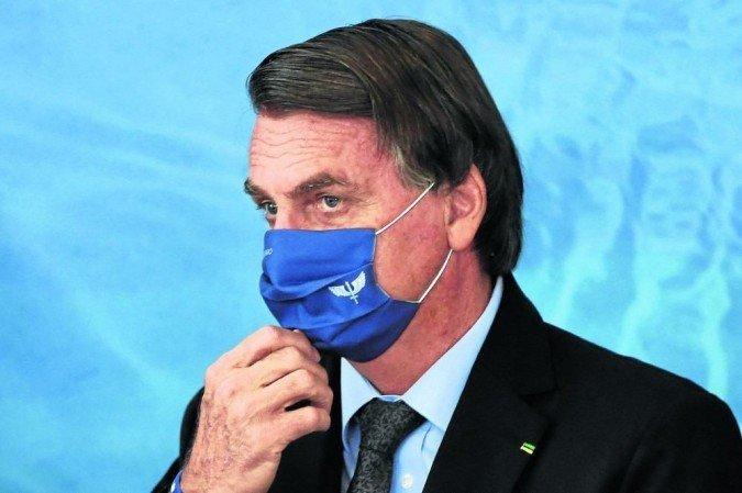 Bolsonaro promete medida para acabar com vacinação obrigatória