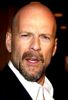Foto de Bruce Willis con bigote y barba