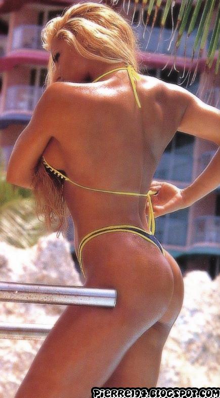 Latina girl sucking huge dick