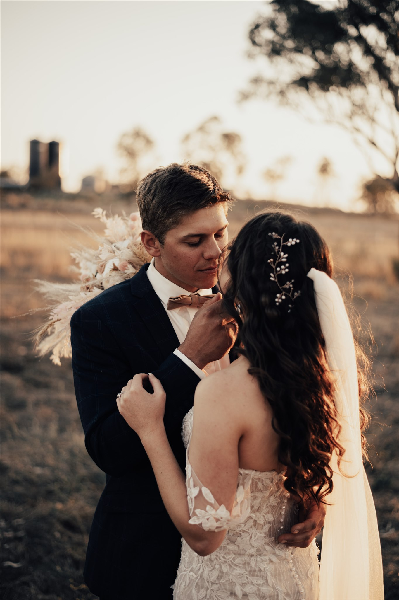 bird and boy photography luxe boho real wedding with blush pink tones floral design country venue australian bridal gown designer