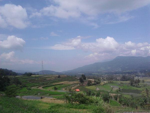 Panorama Alam di Tikungan ANdaleh