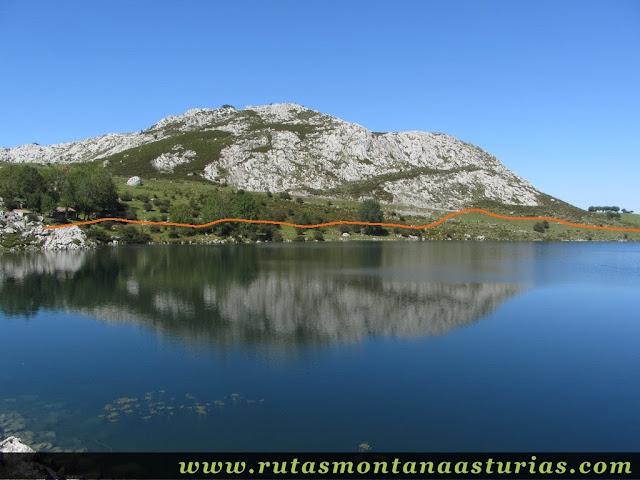 Ruta Lagos de Covadonga PR PNPE-2: Sombra sobre el lago enol