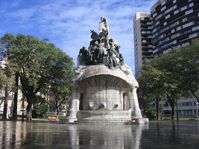 Praças para curtir Barcelona - Plaça de Tetuan