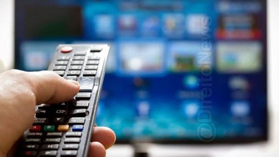 consumidor cobrado indevidamente tv assinatura indenizado