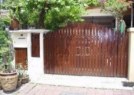 2 konsep pagar rumah minimalis dari kayu