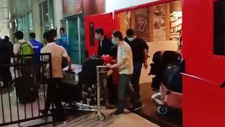 wna asal cina tiba di bandara kendari