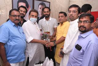 संजय निरुपम के कार्यालय में मनाया गया समीर मुणगेकर का जन्मदिन | #NayaSaberaNetwork
