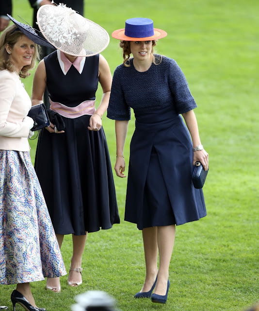 Queen ELizabeth, Sophie, Countess of Wessex, Princess Eugenie and Princess Beatrice at Royal Ascot at Ascot Racecourse. Fashions, Royal style, jewels
