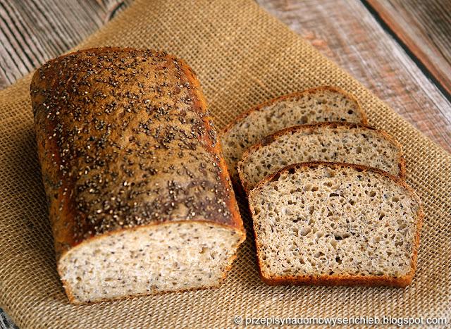Chleb z zaparzaną mąką gryczaną i chia