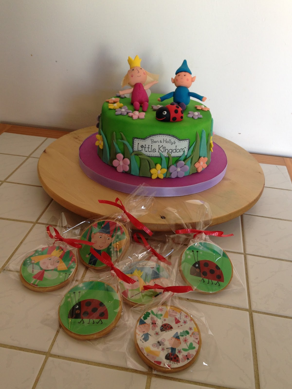 Tutorial De Galletas Decoradas Con Glasa Nats Cakes: Tarta Ben Y Holly