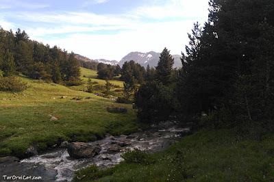 Un dels rius que ressegueixen el Pla de Beret i es dirigeix cap a Montgarri