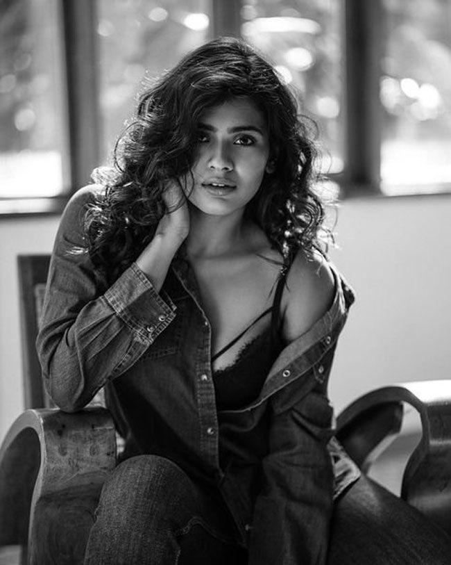 Actress Gallery: Hebah Patel Stuns Pictures