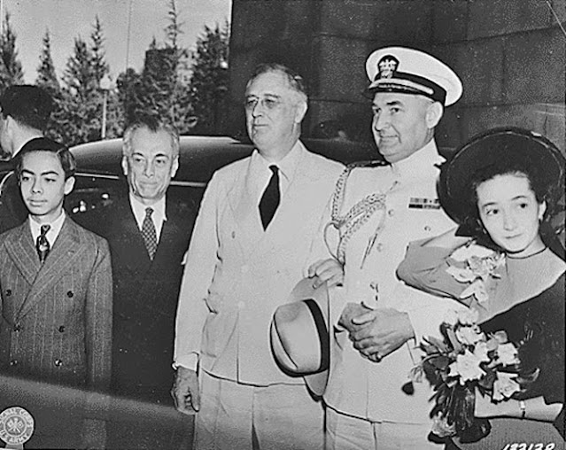 Presidents Franklin Roosevelt and Manuel Quezon, 13 May 1942 worldwartwo.filminspector.com