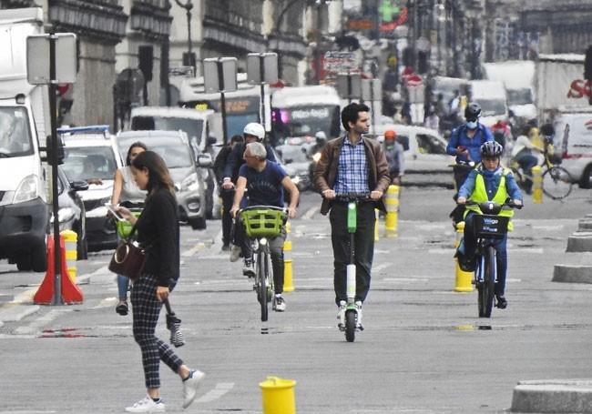 Paris : A peine réélue, Hidalgo fait installer des pistes cyclables en catimini la nuit