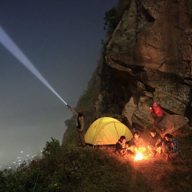 Jalan-jalan ke Gunung Batu di bandung