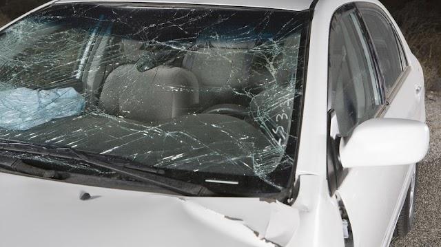 Öten is megsérültek egy nagy balesetben Győrszemerénél, mentőhelikopter érkezett a helyszínre