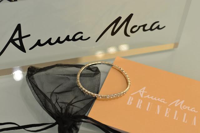 """Anna Mora"""