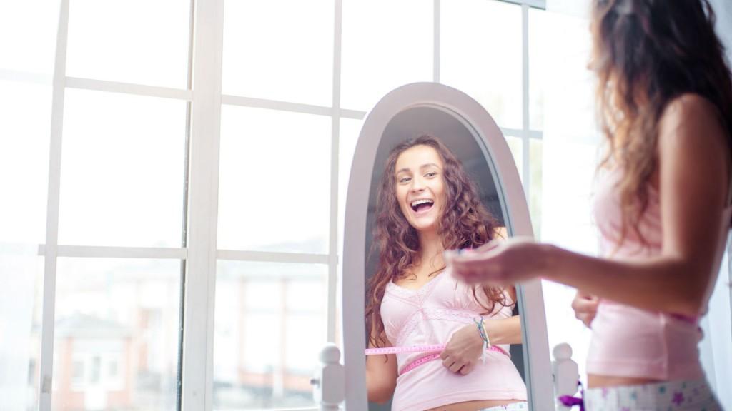 Resultado de imagen de persona frente al espejo