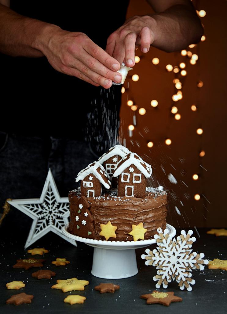 boze narodzenie, swiateczne przepisy, tort na boze narodzenie, orzechy helio,bakalie helio, helio natura, polewa czekoladowa, polewa helio, tort swiateczny, tort orzechowy, przepisy swiateczne, domki z piernika,