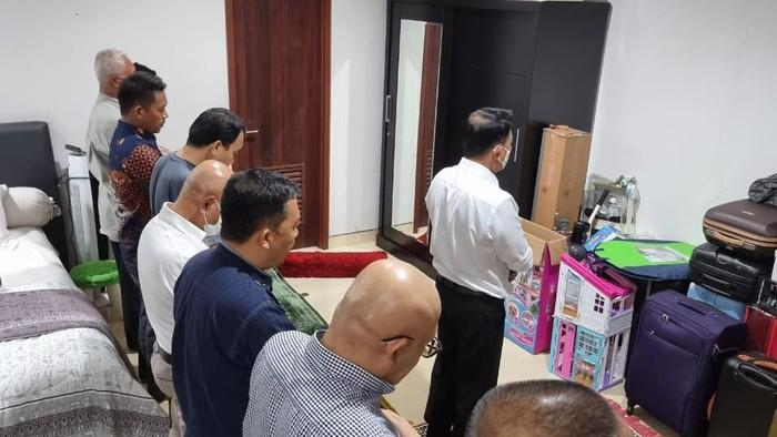 """KLB Demokrat Bagikan Foto Moeldoko Jadi Imam Salat, Beri Label """"Jenderal Santri"""""""