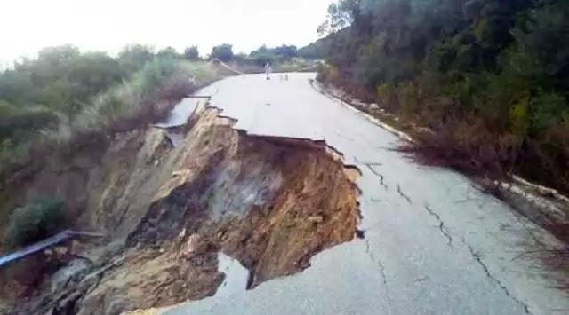 Τρόμος στα Ιωάννινα: «Άνοιξε» η Εθνική Οδός από το σεισμό – Ακούγονται ήχοι μέσα από τη Γη (Βίντεο)