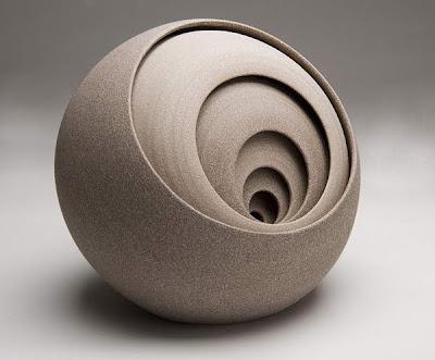 Esculturas contemporáneas de cerámica.