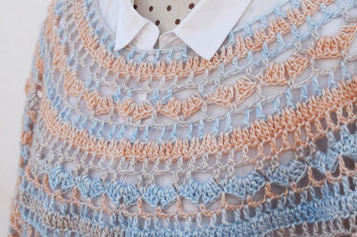 4 - Crochet Imagen Capa o poncho a crochet y ganchillo muy fácil y sencillo por Majovel Crochet