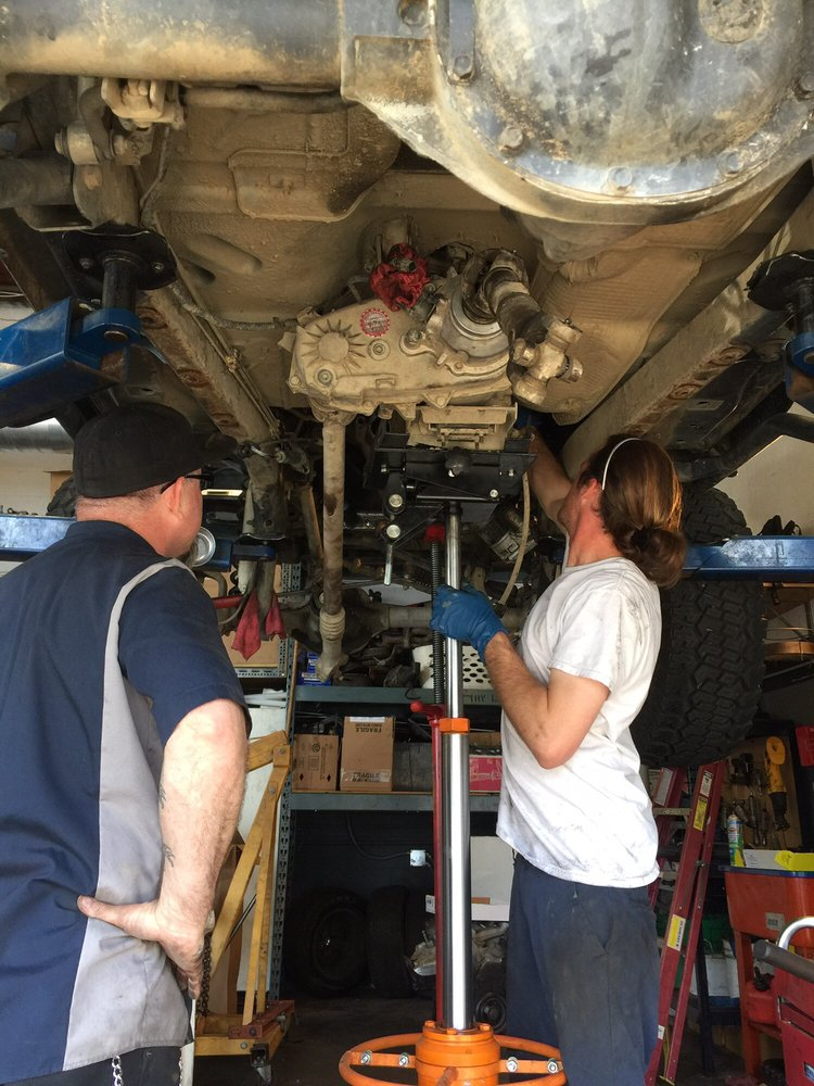 AFFORDABLE RELIABLE AUTO MECHANICS NORTHRIDGE GARAGE CATS