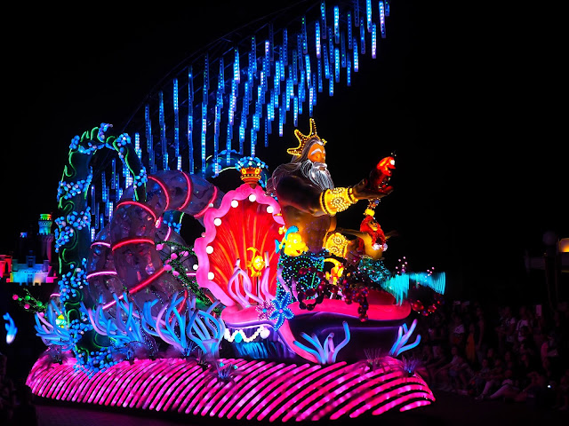 The Little Mermaid float in the Paint the Night parade | Disneyland Hong Kong