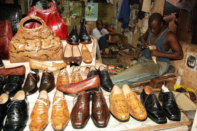 Art, artisanat,  local, tradition, cordonnerie, fabrication, chaussure, Ngaay, Mékhé, Thiès, peau, cuir, homme, femme, LEUKSENEGAL, Dakar, Sénégal, Afrique