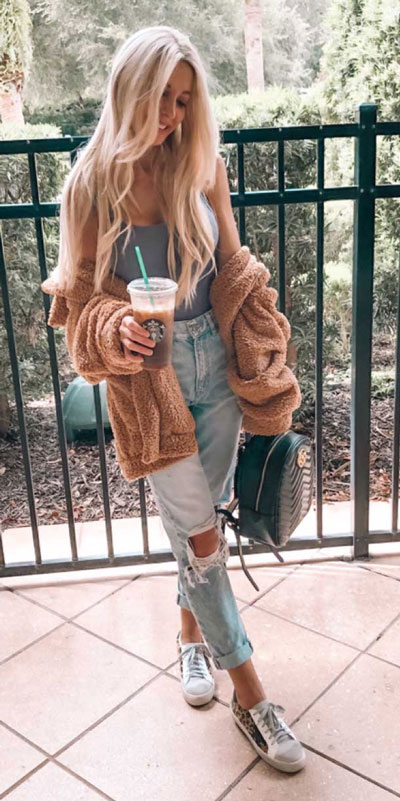 24 Cute Fall Outfits You Should Already Own. Clinch the waist with chunky belts and slip into shimmery satin and silk outfits, because these cute fall clothing are a staple this season. Fall Fashion via higiggle.com | cute jeans outfits | #fall #falloutfits #cute #jeans