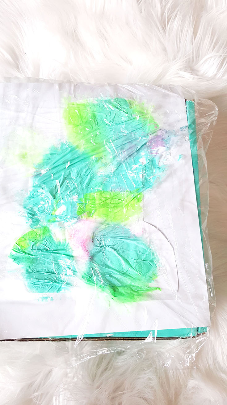 Make a simple MESS FREE finger painting craft to give Dad! It's something he can cherish and it's SO simple to do! Get the details...