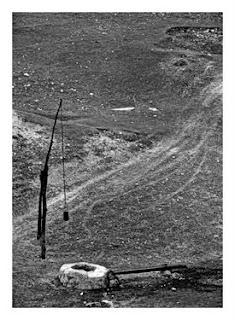 La Limanu, nu departe de Mangalia, continuă să funcționeze o fântână cu cumpănă.