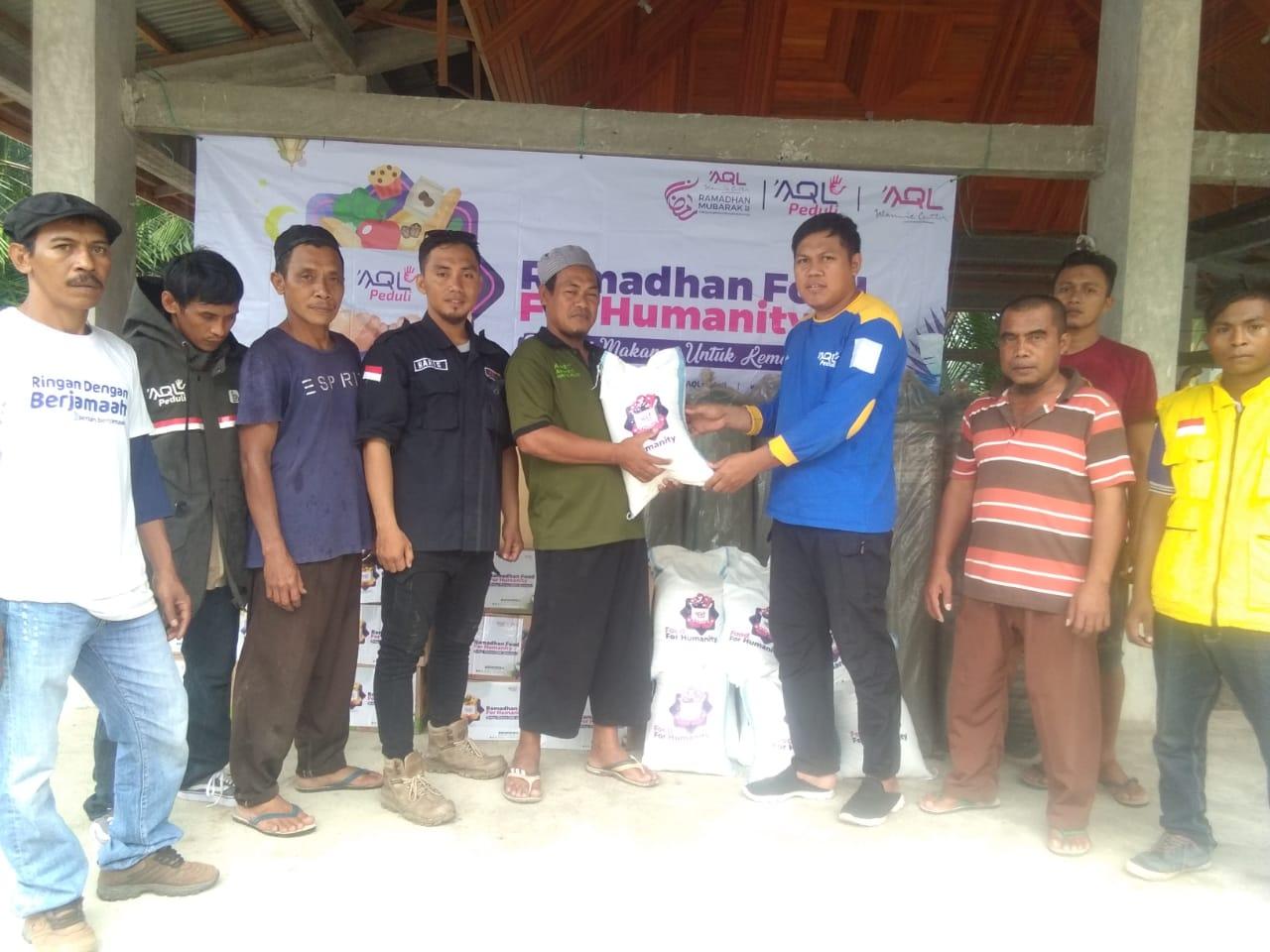 AQL PEDULI – WMI  Bagikan 1000 Paket Ramadhan Untuk Warga Korban Gempa Palu