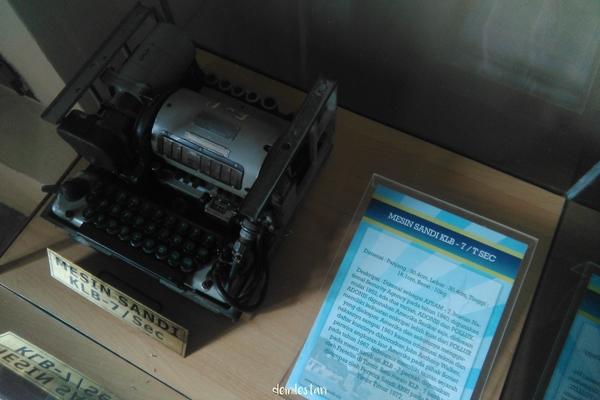 Salah satu mesin sandi di Museum Sandi Indonesia. demilestari (c)