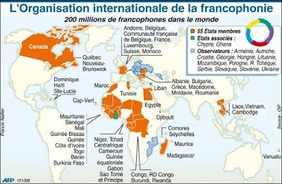 This map is titled L'Organisation internationale de la francophonie. It portrays member nations in orange, associate nations in green, and observer nations in blue. There are 55 member nations, mostly in Africa but also including countries in Eastern Europe and Southeast Asia as well as Canada and France itself. Cyprus and Ghana are the only two associate members. The 13 observer nations are mostly focused in Eastern Europe and the Middle East, with Mozambique the lone observer nation in Africa.