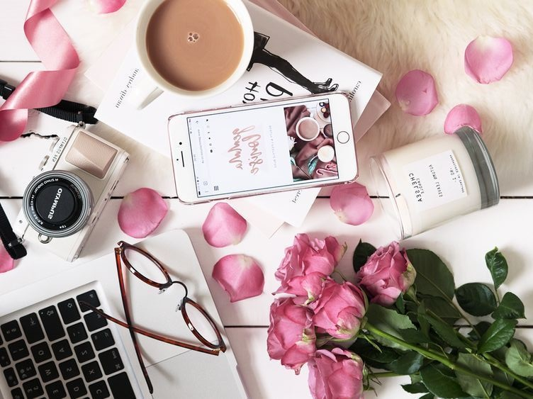 woman-lifestyle-journal-fashion-beauty-cooking-celebrity-home-decor-flower-family-health