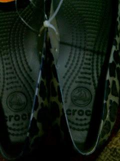 5a60db618 Crocs Carlisa Flat Leopard Gold