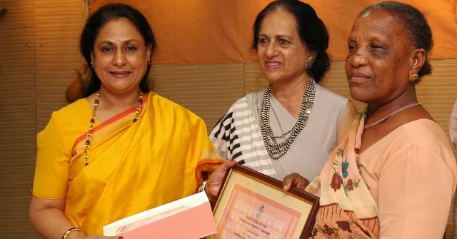 Hirabai Ben Lobi receiving 14th IMC Ladies Wing Jankidevi Bajaj Puraskar- 2006 from Jaya Bachchan and Munira Chudasama President IMC Ladies Wing.