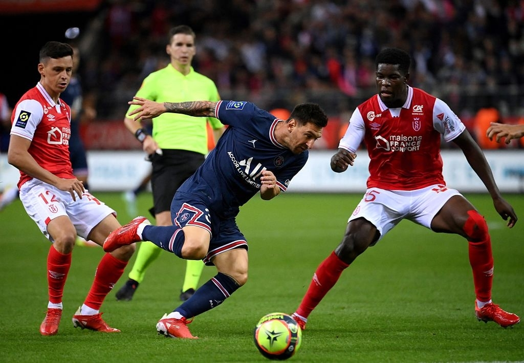 Lionel Messi Makes PSG Debut But Gets Bullied By Marshal Munetsi!
