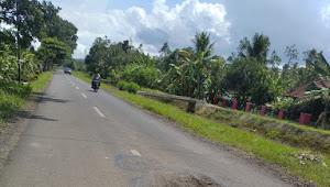 Diduga Pengawasannya Lalai, Proyek Pemeliharaan Jalan Nambo-Manganti Sudah Rusak Kembali