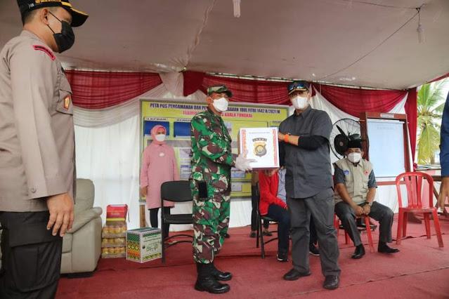 Kapolda Jambi Bersama Pj Gubernur Jambi Tinjau Pos Pelayanan (Posyan) dan Penyekatan di Jalan Lintas Timur KM 158 Desa Sungai Badar