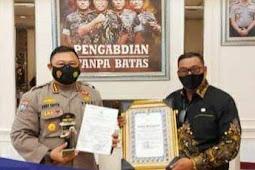 Murad Ismail Terima Penghargaan Penerapan PPKM Mikro Terbaik di Indonesia