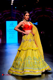 Bollywood Actress Malaika Arora Khan Walks on Ramp at LFW Summer 2017  0010.jpg