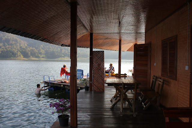 Mae Ngat dam, houseboats