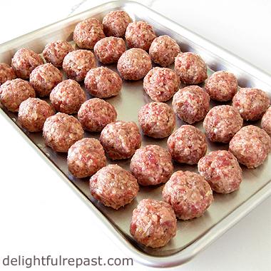 Swedish Meatballs - Svenska Kottbullar / www.delightfulrepast.com